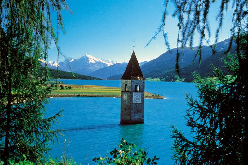 Grauner Turm im Reschensee im Vinschgau
