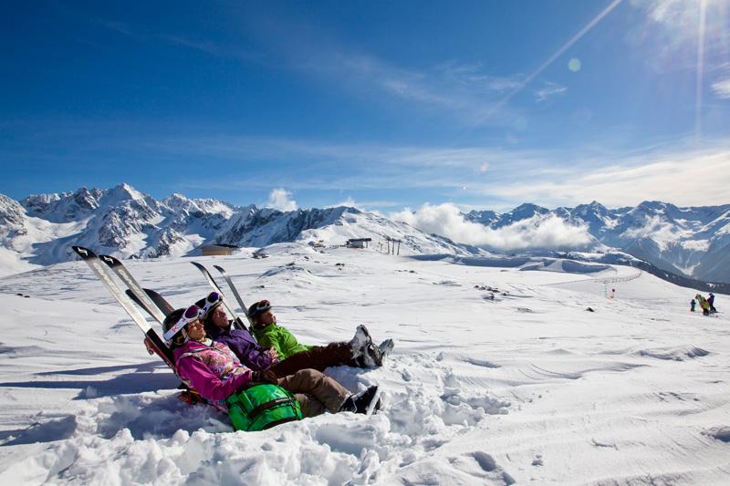 Sonnenbaden im Skigebiet Hochzeiger im Pitztal Tirol