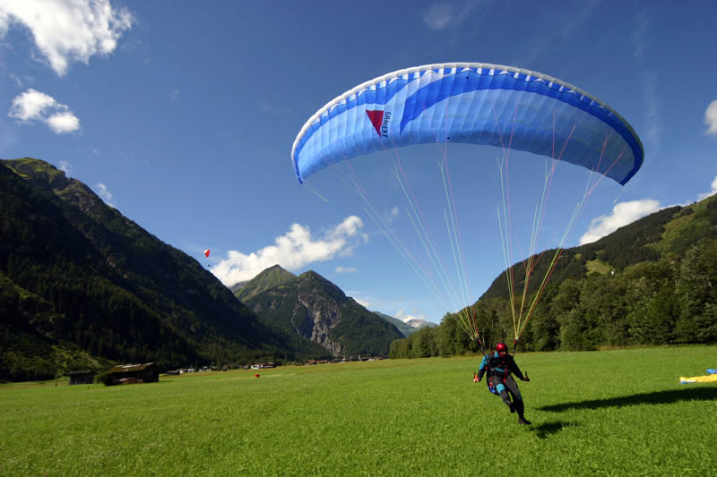 Paragliden über dem Lechtal