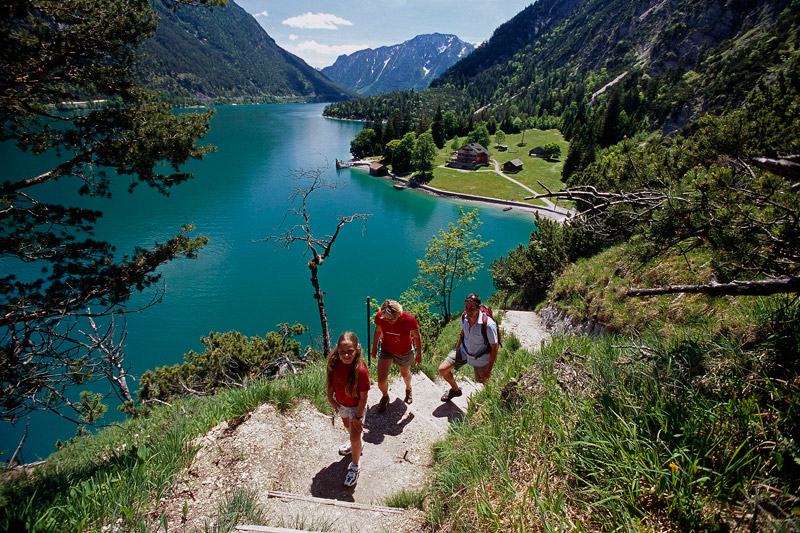 Familienwanderung am Achensee in Tirol