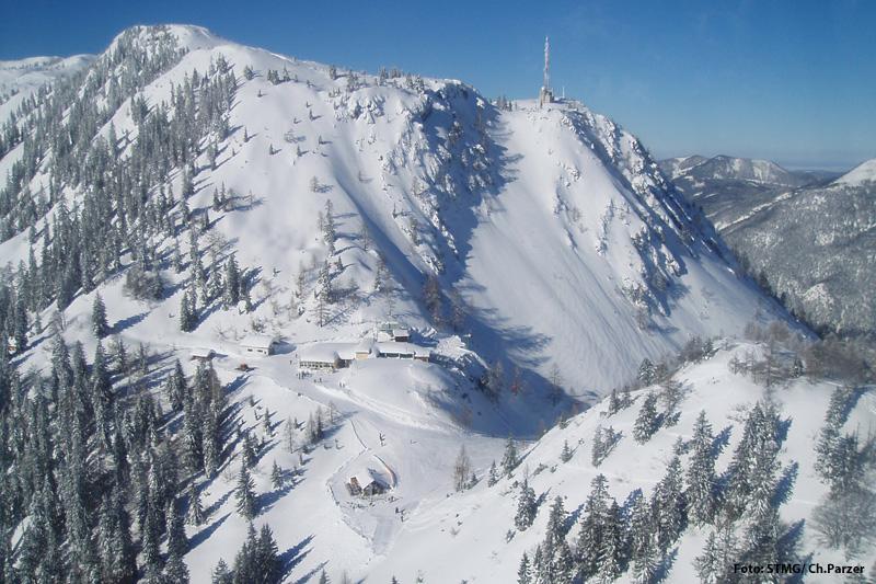Tiefverschneite Kathrin auf 1.500 m