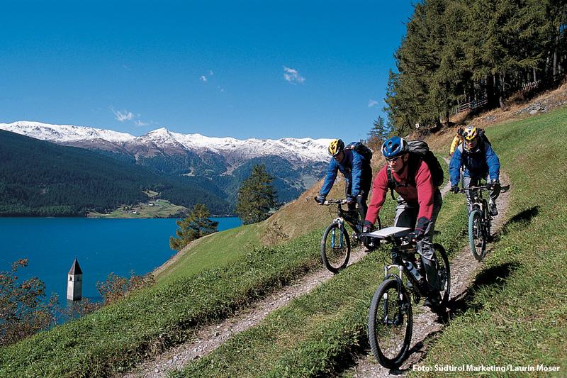 Mountainbiken im Vinschgau am Reschensee