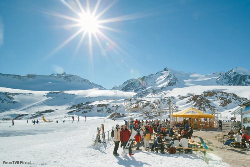 Sonnenskilauf am Pitztaler Gletscher