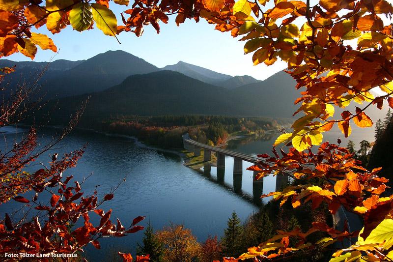 Herbst am Sylvenstein Stausee