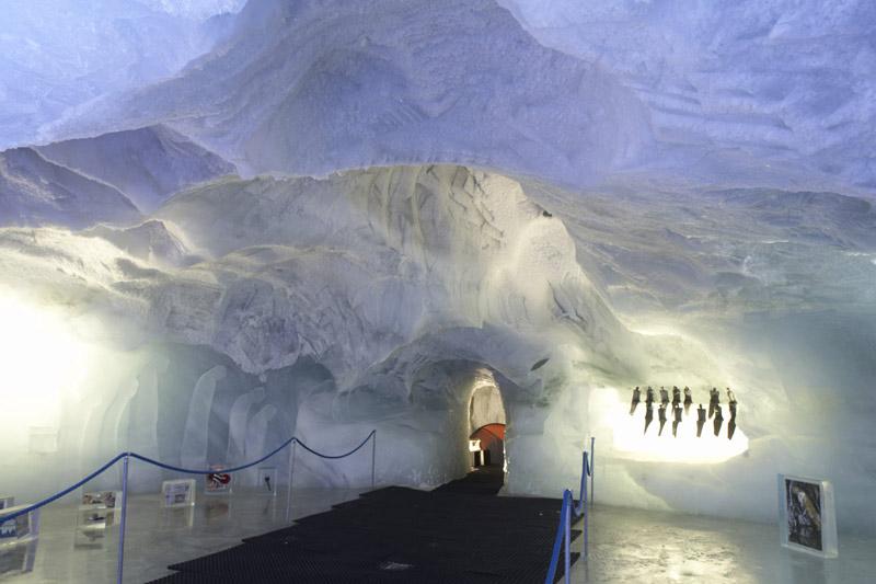 Größte Eisgrotte der Welt in Saas Fee