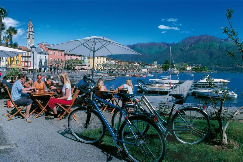 Seepromenade in Ascona - verkehrsfrei. Hotelgäste dürfen zum Ent- und Beladen anfahren