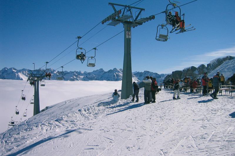 Skifahren im Kleinwalsertal im Allgäu