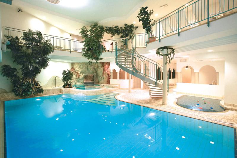 Schwimmbad, Sauna und Whirlpool