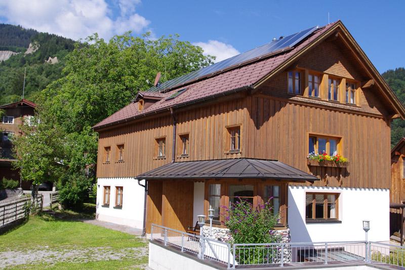 Ferienwohnungen im Landhaus Heidi am Bürserberg