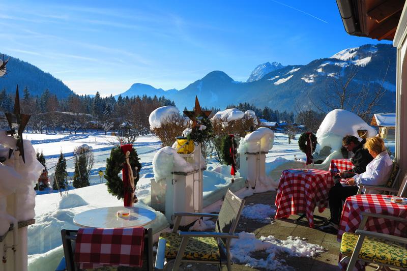 Terrasse mit Blick auf die Kitzbüheler Alpen