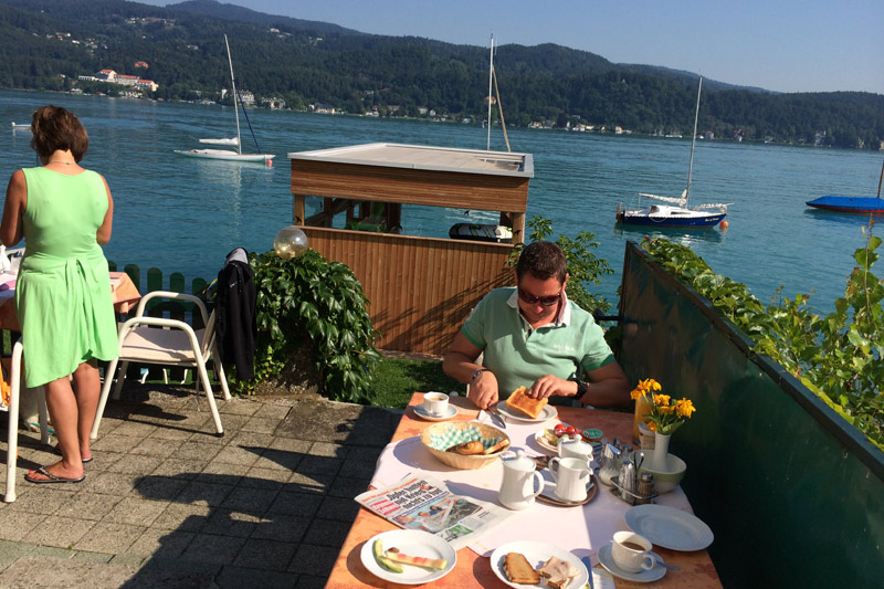 Frühstück direkt am See