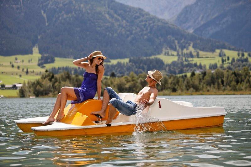 Elektro- und Tretbootfahren auf dem Walchsee in Tirol