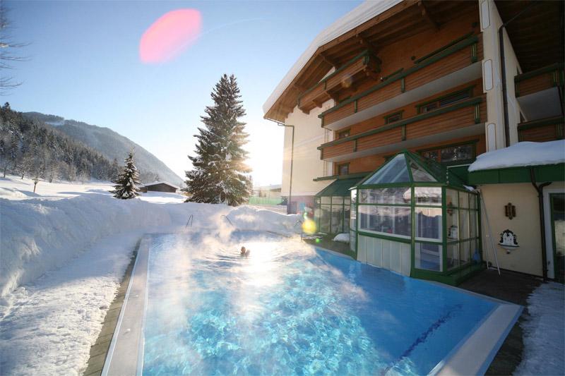 Beheizter Außenpool vom Hotel Berghof