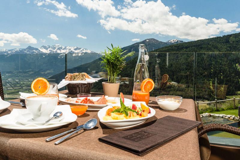 Frühstücken mit Panoramablick auf den Vinschgau