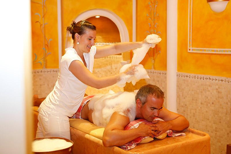 Anwendungen, Bäder und Massagen für Sie und Ihn