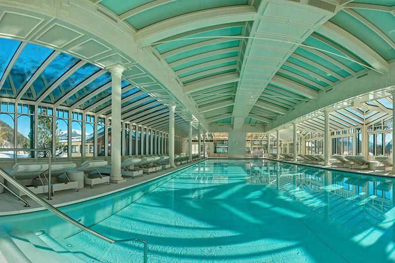 Badehaus mit 25 m langen Sportschwimmbecken