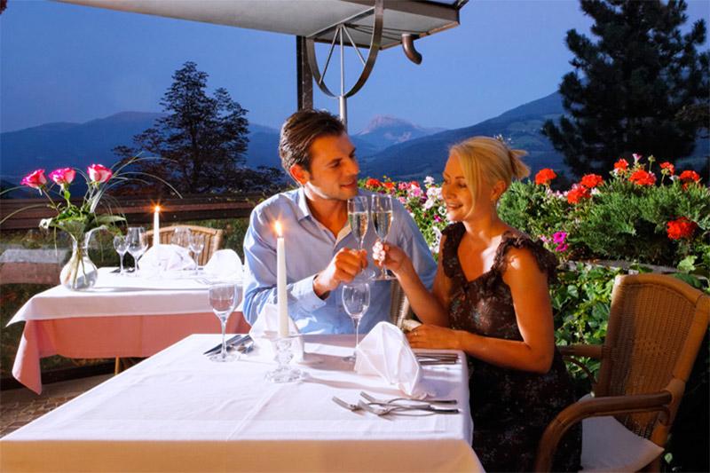 Auf der Terrasse im Granpanoramahotel Stephanshof lässt Du den Abend gemütlich ausklingen