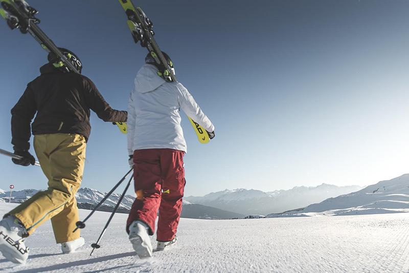 AlphotelTyrol | Mons Silva Chalets - Skifahrer