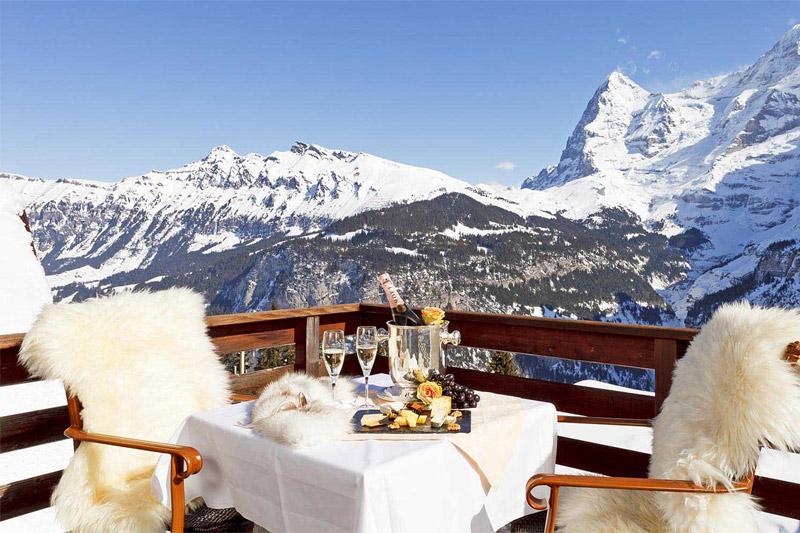 Essen & Trinken auf der Terrasse mit Blick auf die Jungfrauregion