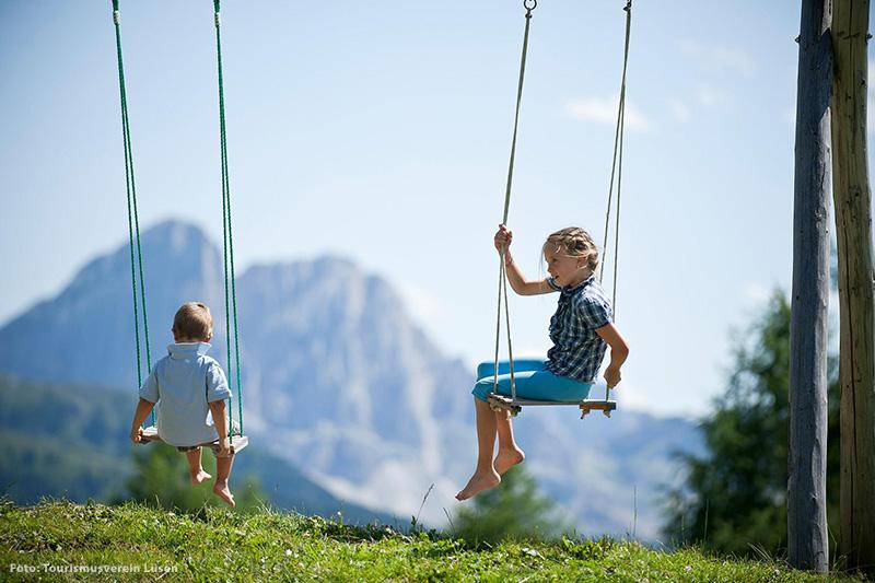Familienurlaub am Rande der Dolomiten verbringt man im Familienhotel Bergschlössl in Lüsen
