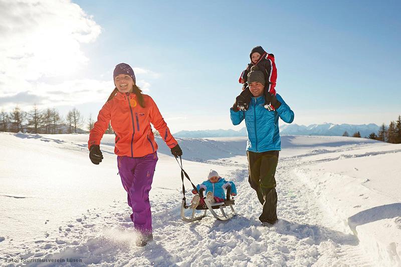 Rodeln in der Südtiroler Ferienregion Eisacktal gehört auf jeden Fall zum Winterurlaub
