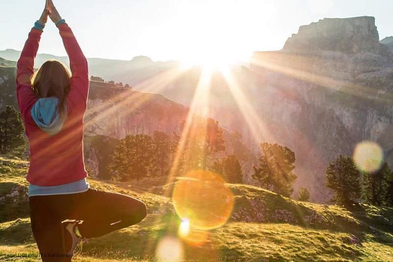 Durchatmen beim Yoga in den Dolomiten