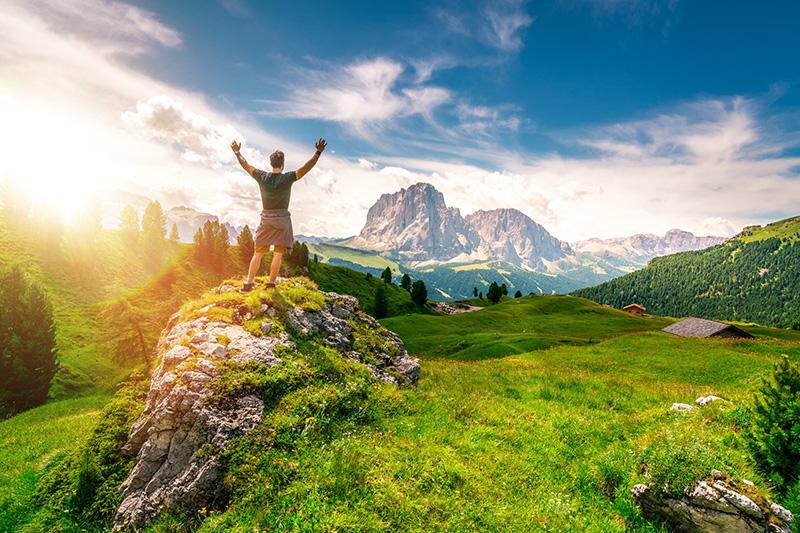Erlebe den goldenen Frühling in den Dolomiten