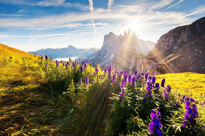 Das Grödnertal mit den umliegenden Dolomiten und Naturparks ist ein Traumziel für einen aufregenden Wander- und Gebirgsurlaub in Südtirol