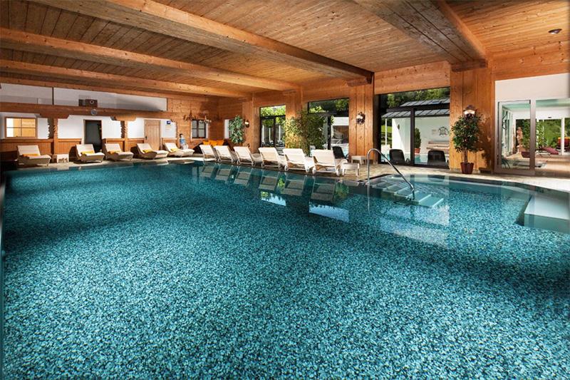 Hallenbad (9 x 12m) mit einer Wassertemperatur von 30° C