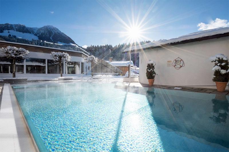 Das Freibad hat ganzjährig eine Wassertemperatur von 30° C