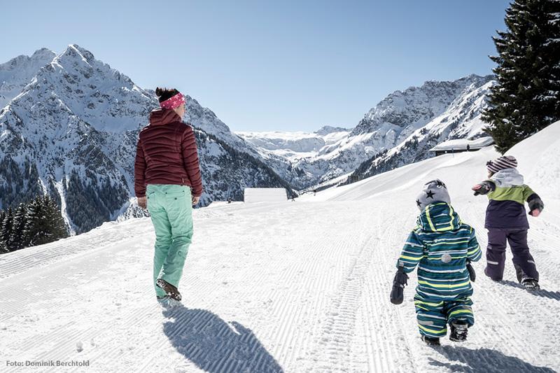 Winterwandern Familie
