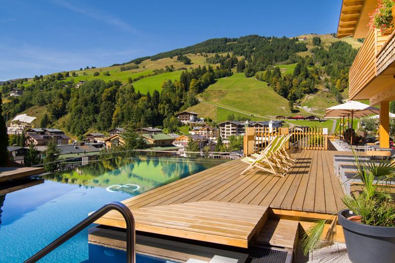 Schöne Aussicht vom Pool