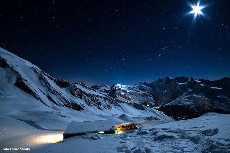 Saas Fee bei Nacht