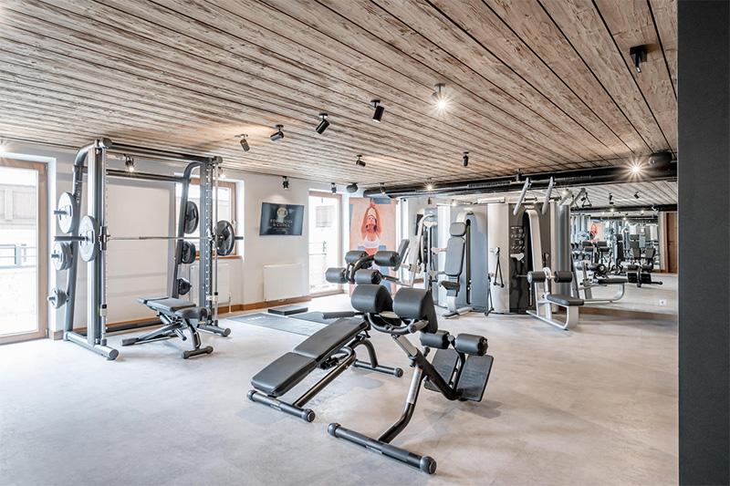Fitnessbewusste schätzen das hauseigene Fitnessstudio