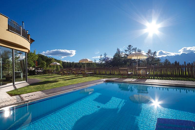Besonderes Highlight: In & Outdoor Pool mit Erlebnis-Sprudel