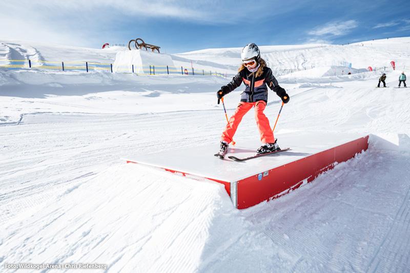 Anfängergerechter Snowpark um kleine Sprünge beziehungsweise erste Schritte zu wagen