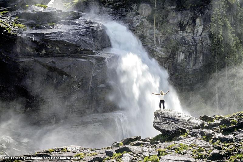 Krimmler Wasserfälle | Der Nationalpark Hohe Tauern: 1.856 km², 266 Gipfel über 3.000 m, 551 Seen, 26 bedeutende Wasserfälle, 250 Gletscher und der größte Berg Österreichs