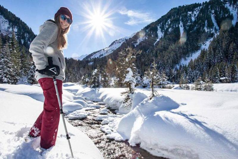 Winterwandern durch unberührte Winterlandschaften