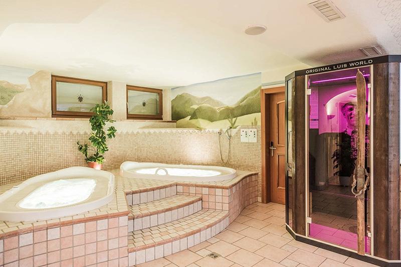 Entspannungsbad im Wellnessbereich des Hotel Stoll im Gsiesertal