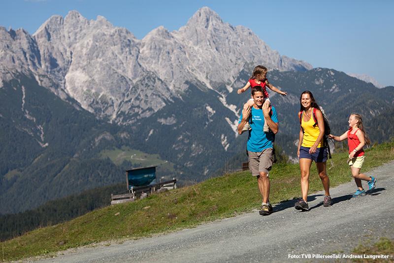 Familienwanderung auf der Buchensteinwand - nur 10 Gehminuten zur Bergbahn