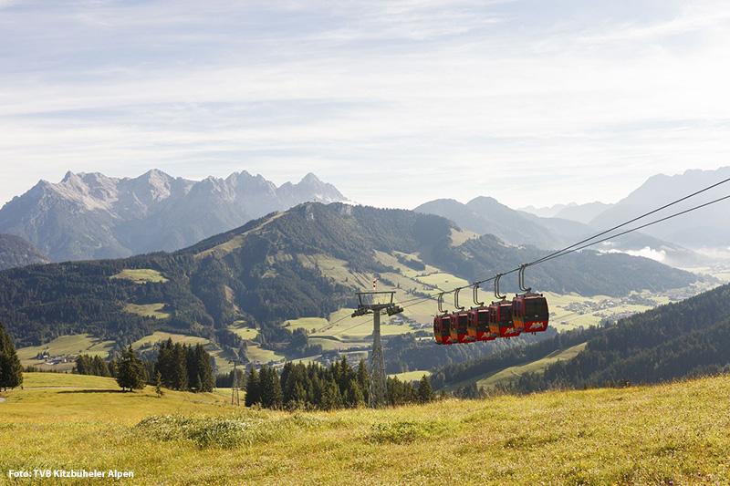 Bergbahn Fieberbrunn mit Blick auf die Loferer Steinberge
