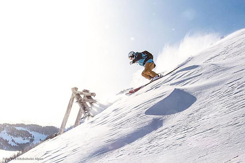 Tiefschneefahren abseits der Piste in der schneereichsten Region Tirol
