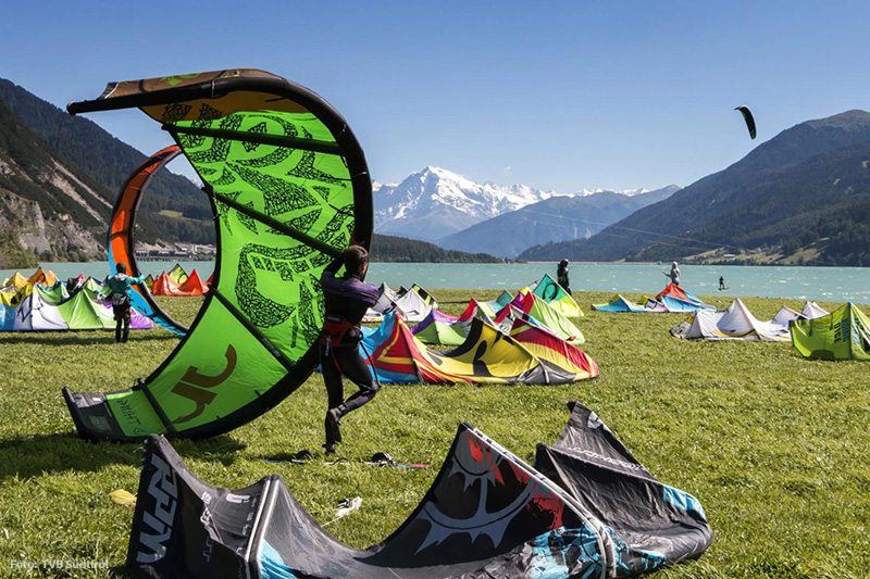 Wind- und Wassersport am Reschensee im Vinschgau