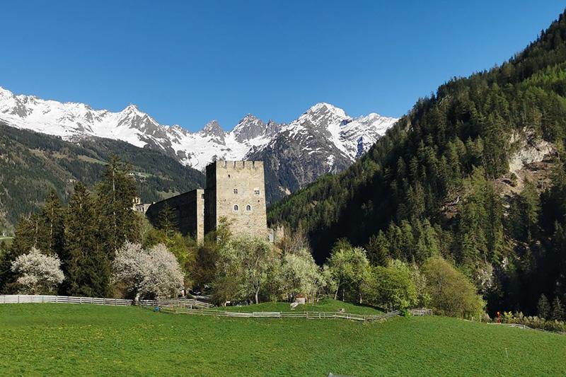 Das Ausflugsziel Burg Berneck ist nur 15 Minuten vom Hotel entfernt
