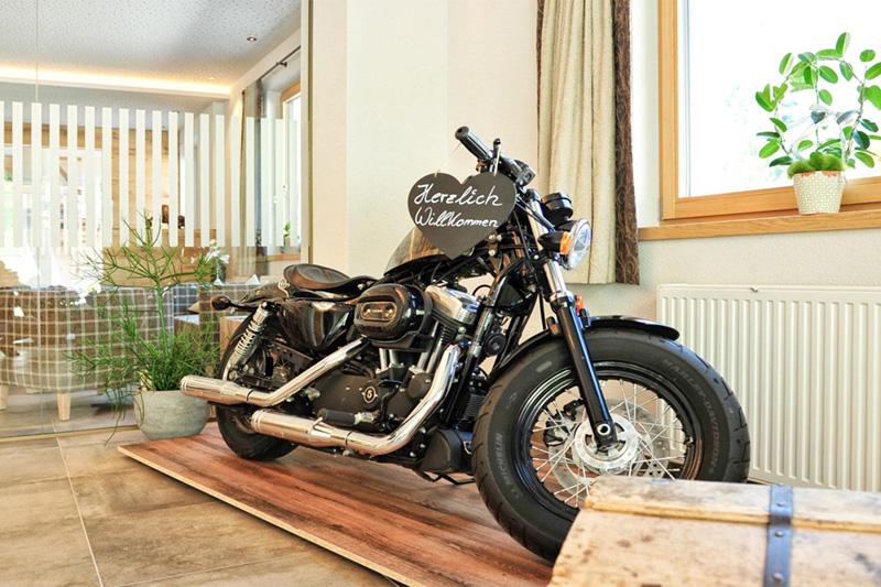 Im Sommer warten auf dich abenteuerliche Motorradtouren
