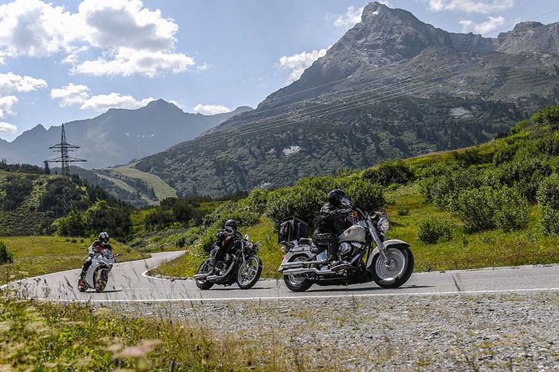 Speziell für Biker: Geführte Touren, Garage, Werkstatt, Trockenraum, Waschplatz, Motorradtransporte