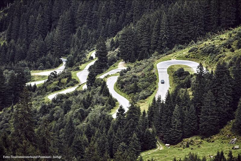Kurvenreiche Silvretta-Hochalpenstrasse zwischen Partenen und Galtür