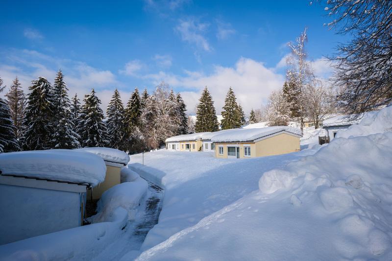 Außenansicht Ferienzentrum Maierhöfen im Winter