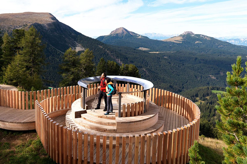 Spektakuläre 360° Aussichtsplattform des Latemarium Eggental