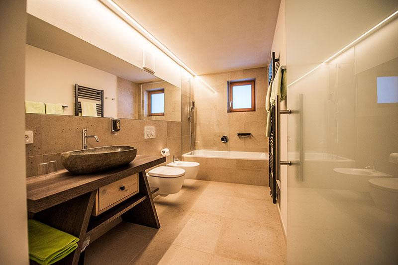 Zimmer mit modernen Bädern